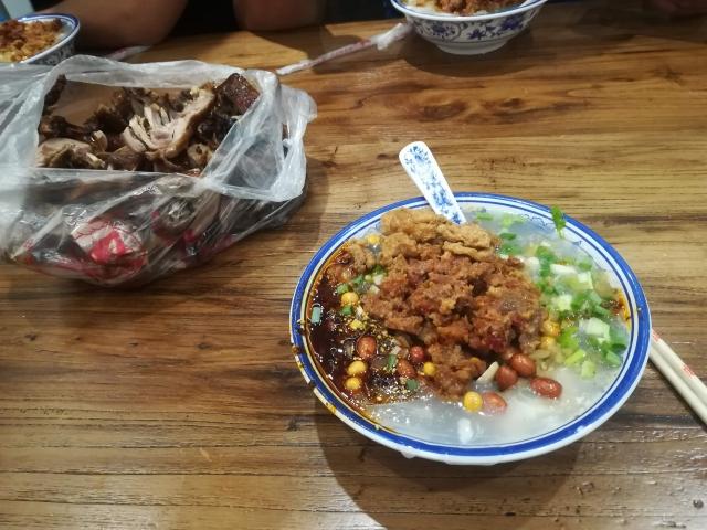 中国、楽山の麺料理