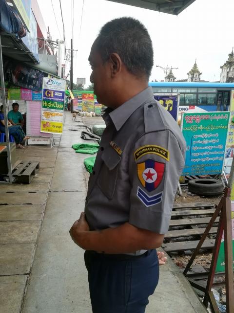 ミャンマーの警察官
