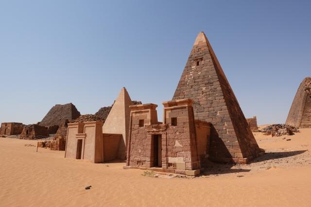 メロエのピラミッド