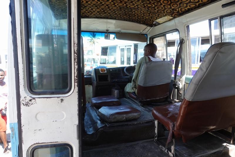 タンザニアのバス