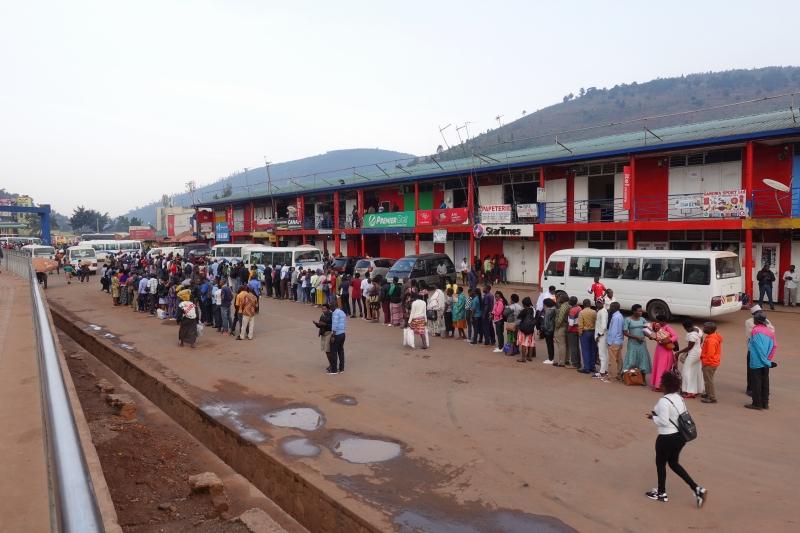 ルワンダのバスターミナル