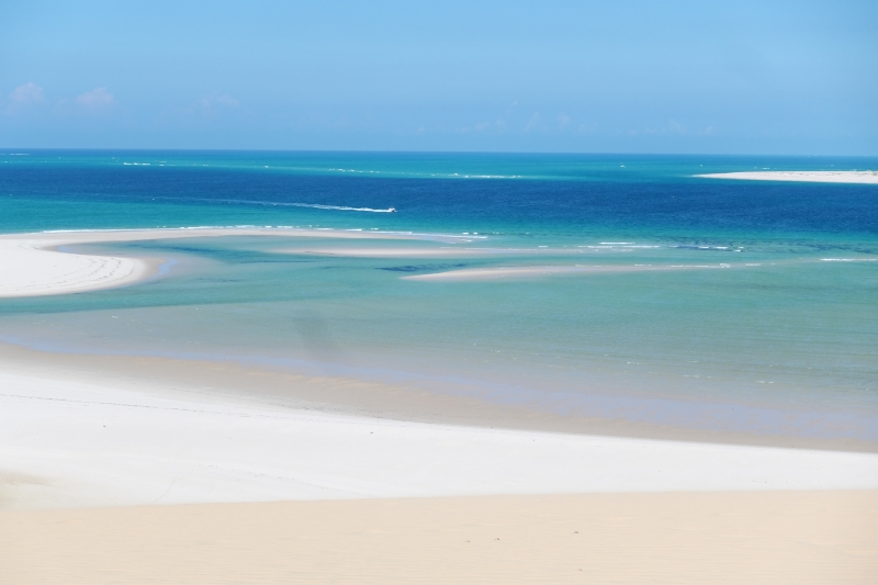 美しいバザルート島